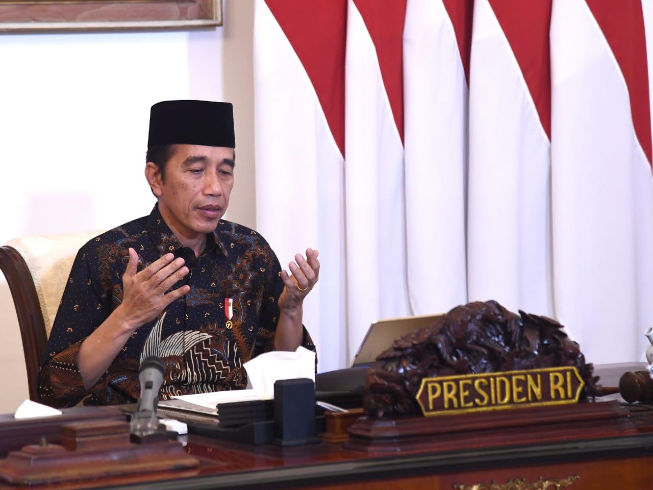Jokowi Serahkan Zakat Mal Rp55 Juta ke Baznas
