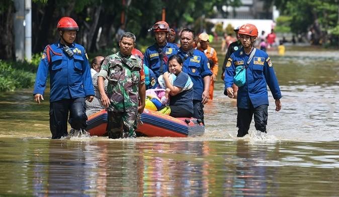 Ribuan Warga Kebanjiran Akibat Luapan Sungai Ciliwung, Tidak Ada yang Mengungsi