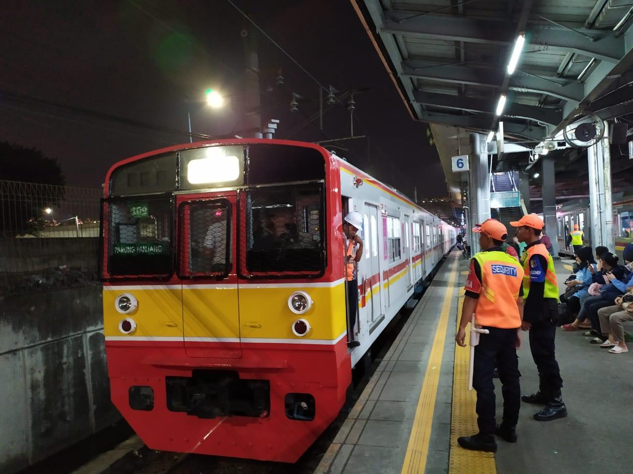 Rel Stasiun Gambir Bermasalah, Perjalanan KRL Hanya Sampai Manggarai